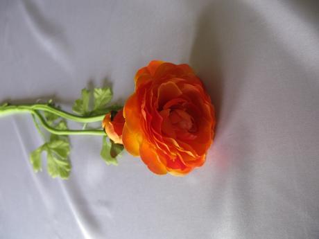 Umělý ranunculus (pryskyřník),