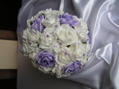 Velká kytice z pěnových růží,