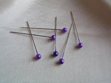 Velké fialové špendlíky,