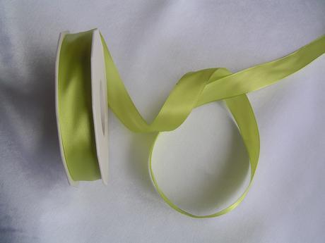 Zelená saténová stuha 20 mm,