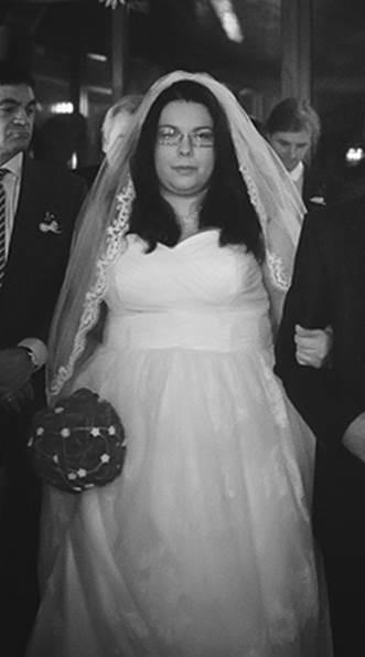 Tylové svatební šaty s krajkou, 52