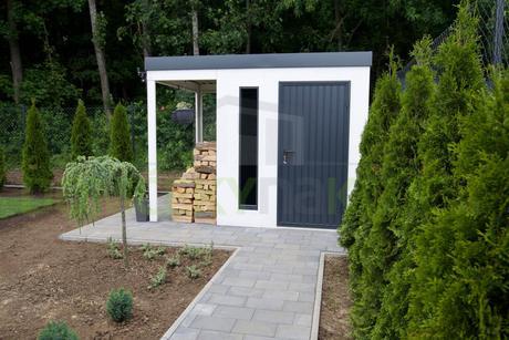 Záhradný domček s prístreškom,