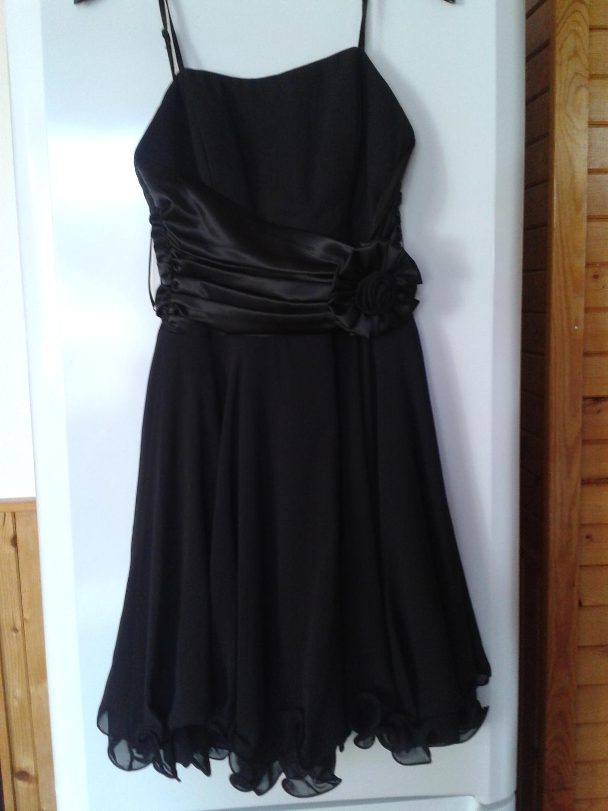 ddac59ca41e0 Krátké černé společenské šaty