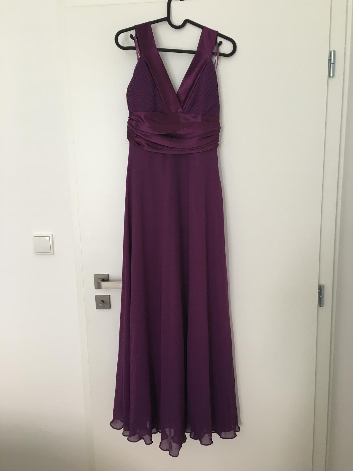 e01ca96ef0bc Dlhé fialové spoločenské šaty