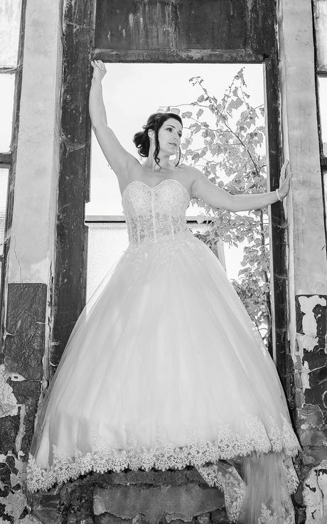 snehobielé svadobné šaty veľkosť 38 - 40, 38