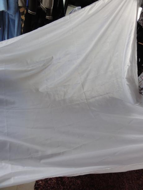 Bílý ubrus z polyesterové podšívky, šíře 152 cm,