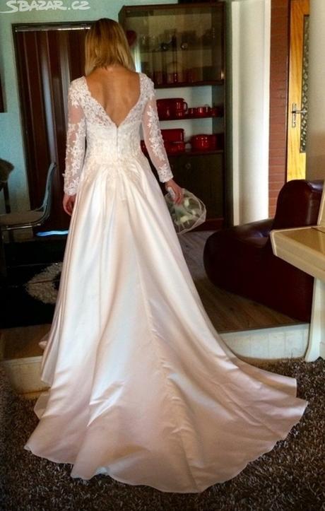 Něžné svatební šaty s krajkou , 36