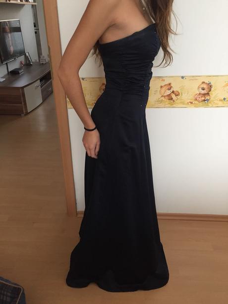 Spoločenské dámske šaty , 36