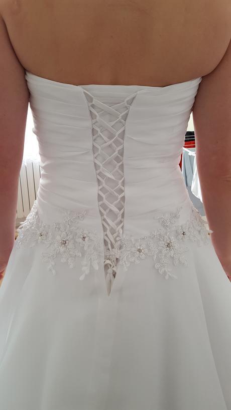 Biele svadobné šaty, 40