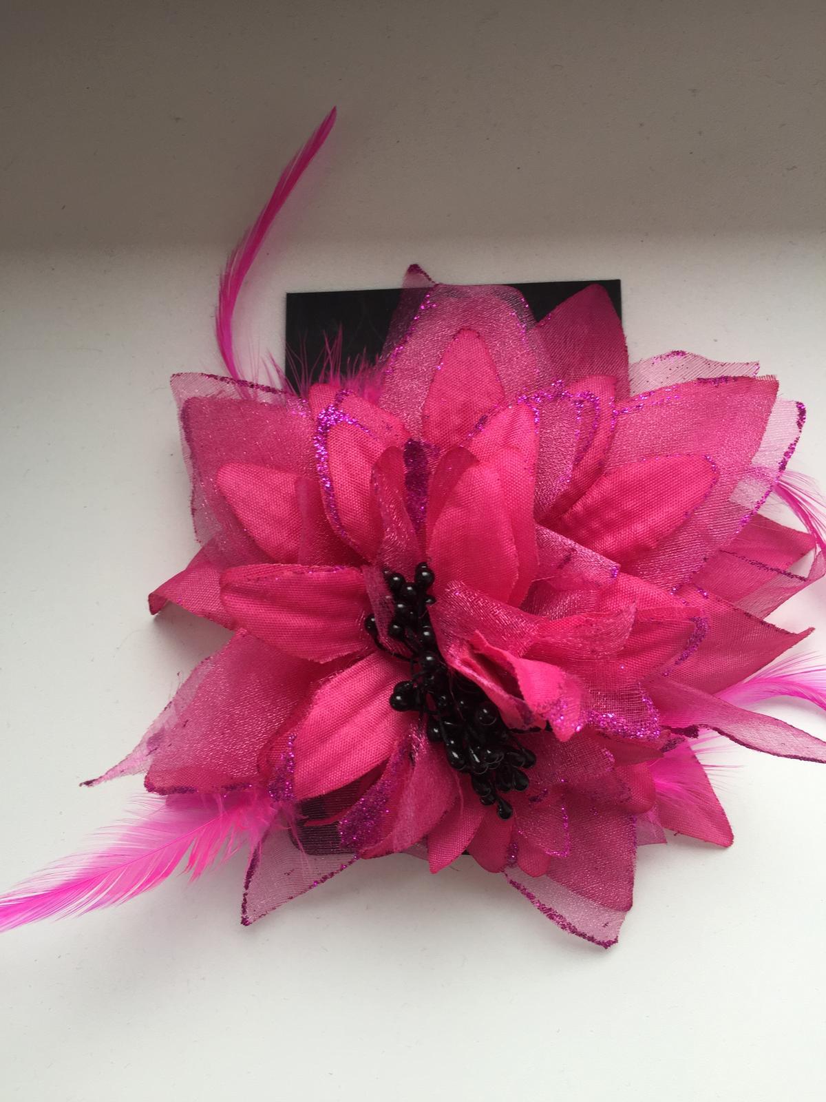Růžová květina do vlasů 81bbdcf782