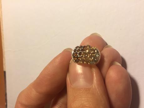 Náušnice s hnědobéžovými kamínky,