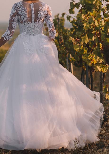 Snehobiele svadobné šaty so závojom a kruhom č. 3, 34