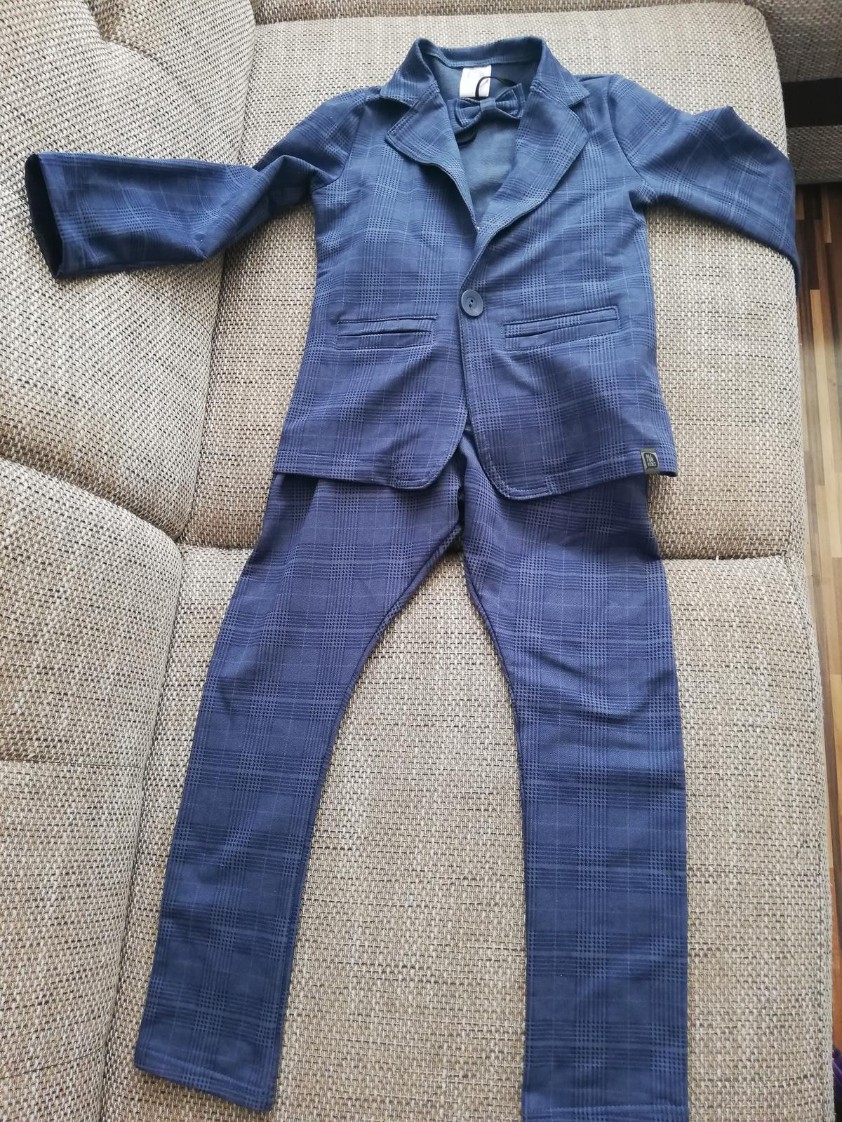 8d05159d9766 Športový oblek sako+nohavice+motylik. 128 134