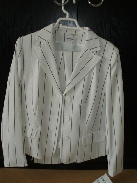 Biely kostým, 40