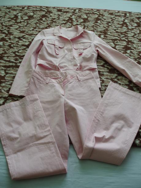 Ružový kostým, 38