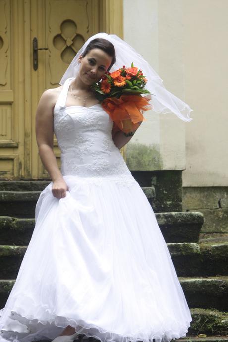 svatební šaty, 41
