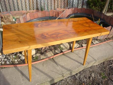 Konferenční stolek leštená dýha 120 x 50 cm,