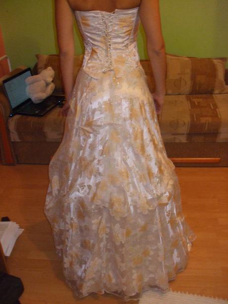 spoločenské šaty princezničkovského strihu, 36