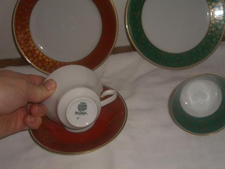 Kávové šálky s podšálkou a tanierikom,