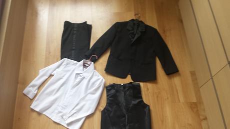 Cierny chlapcensky oblek na 6-7 rokov, 128