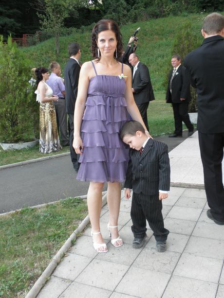Fialové spoločenské šaty, 36