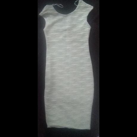 Bílé šaty zdobené stříbrnou nití, S