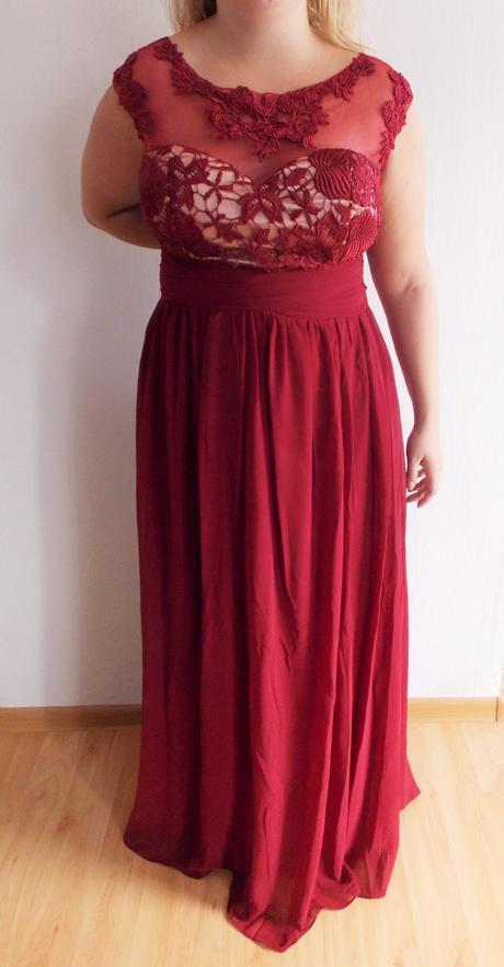 Nenosené spoločenské šaty, 44