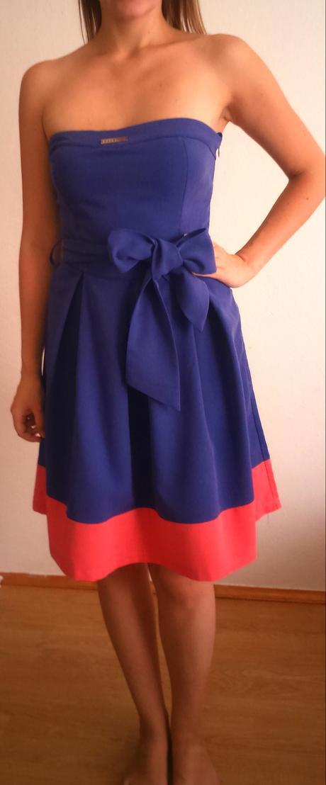 Modroružové šaty, M