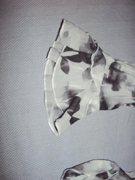 Bielo siva kosela, L