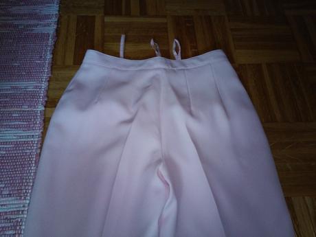 Ruzovy kostym, S