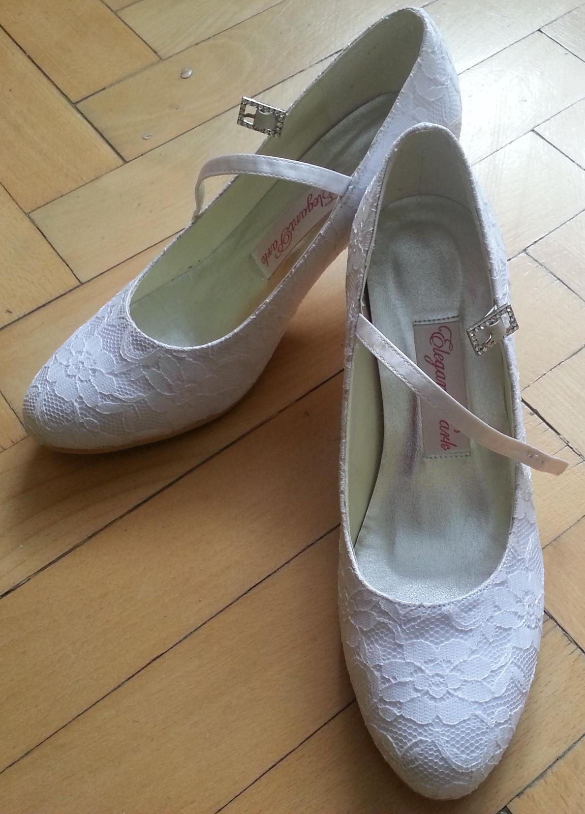 88608dd2a1e5 Biele čipkované topánky