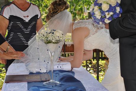 Krajkové svatební šaty pro útlou nevěstu, 36
