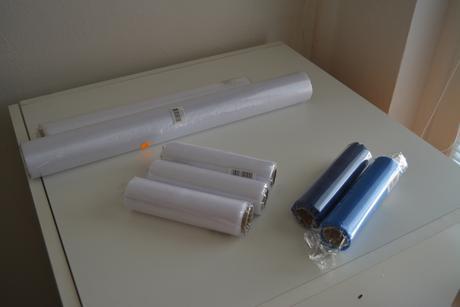 Organza bílá a modrá - zabalené, nepoužité,