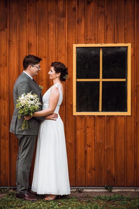 Jedoduché svatební šaty, 38