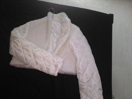 Těhotenské antické šaty, 38