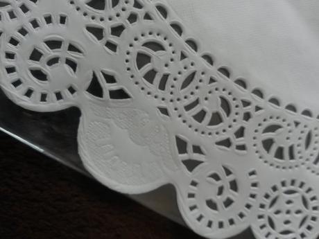 Papírové dekorační krajky kulaté průměr 30 a 24cm,