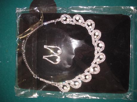 sada náušnice a náhrdelník - nepoužité,