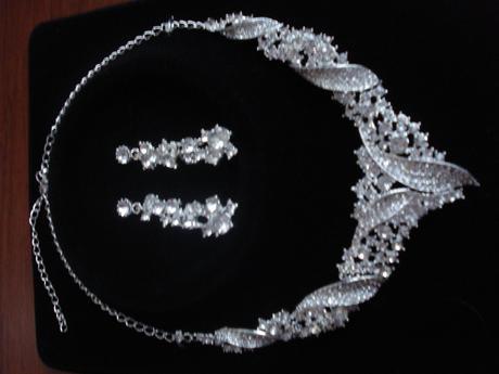 sada náušnice a náhrdelník - nevyužité,