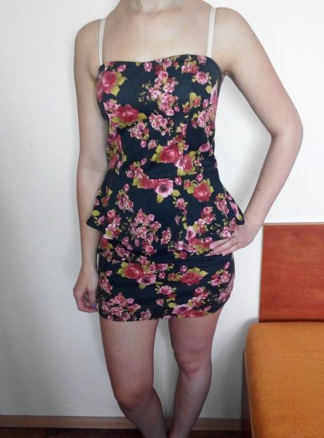 kvetované peplum šaty, M