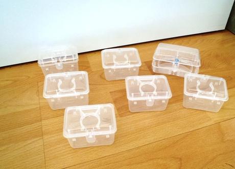 7 x krabička na všeličo,