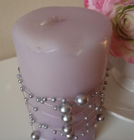 fialová valcová sviečka-zdobená,