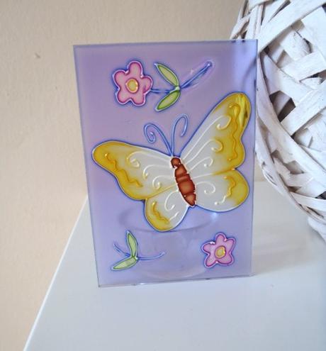 fialový motýlikový svietnik,