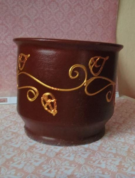 keramický hnedý maľovaný črepník,