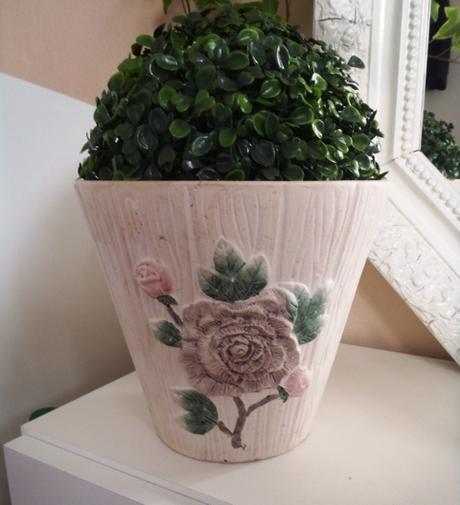 keramický kvetináč,