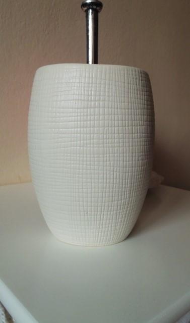 keramický stojan na wc kefu,