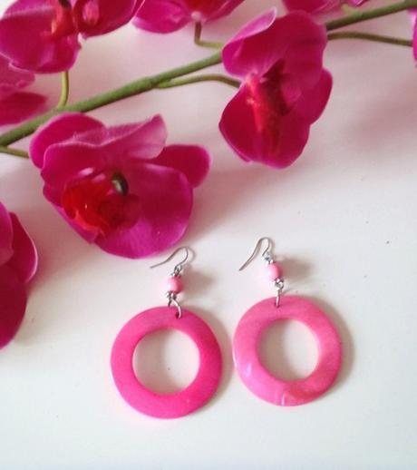 pink náušnice s perleťou,