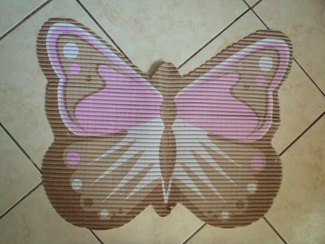 protišmyková podložka do kúpelne-motýľ,