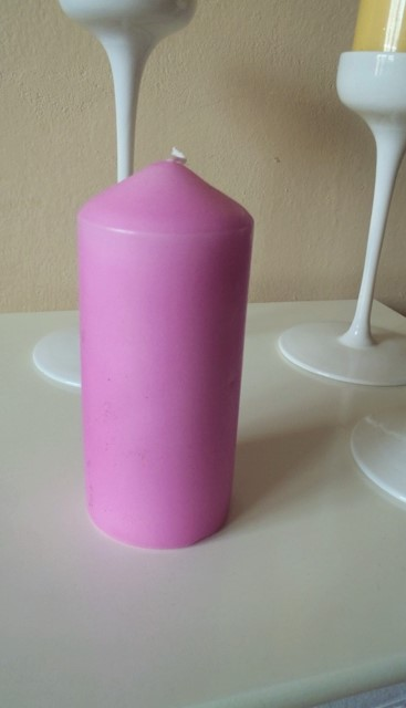 ružová valcová sviečka,