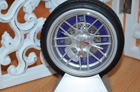 stolné hodiny pneumatika pre motoristov,
