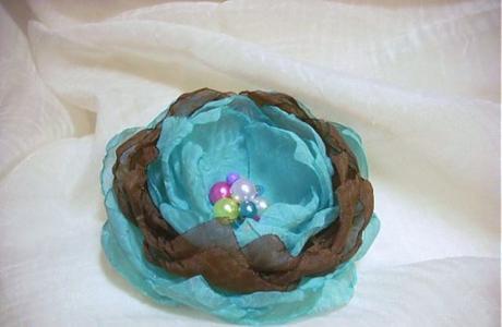 tyrkysový kvet z mušelínu,